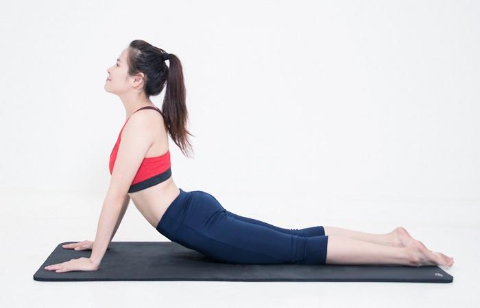 tập yoga tư thế rắnh hổ mang