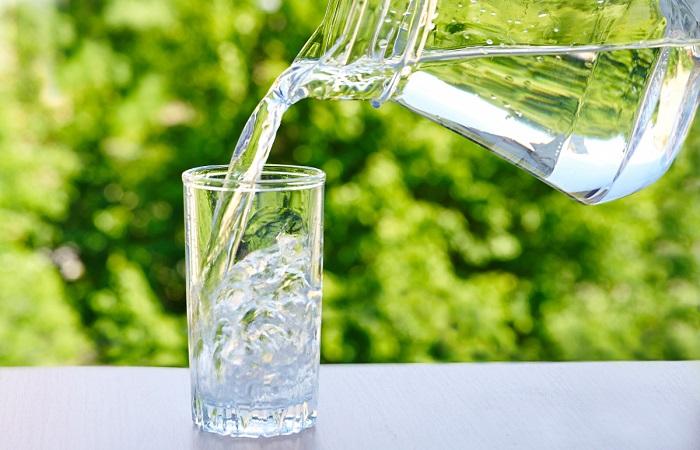 uống đủ nước để da trắng hơn
