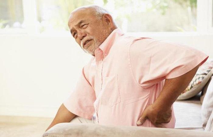 bệnh nhân mổ thoát vị đĩa đệm tái phát bệnh do tuổi tác