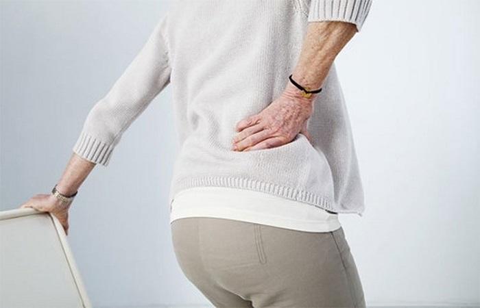 Tuổi càng cao thì hiện tượng đau lưng xuất hiện ngày càng nhiều hơn.