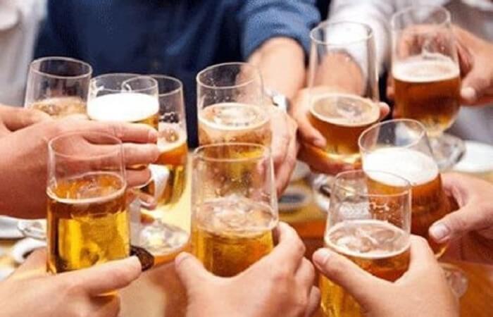 uống bia thường xuyên sẽ khiến vòng hai phì ra