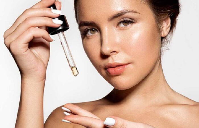 dùng serum để cung cấp những chất cần thiết cho da