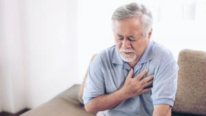đau tức ngực là triệu chứng cho thấy lá phổi gặp vấn đề