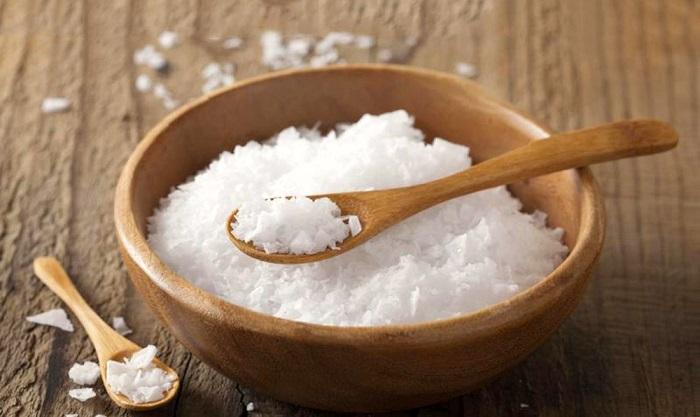 muối trắng giúp làm hồng vùng kín