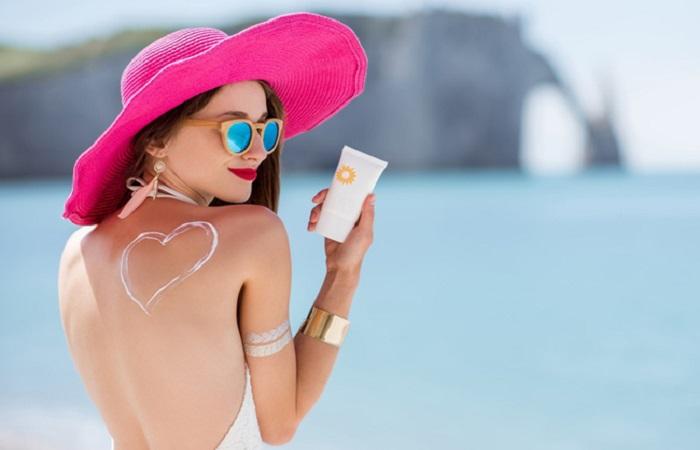sử dụng kem chống nắng để bảo vệ làn da