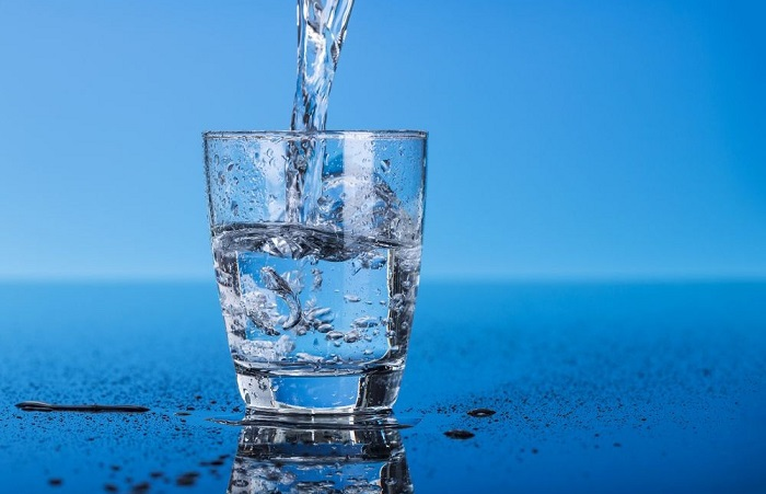 uống đủ nước để vùng bụng chắc khỏe