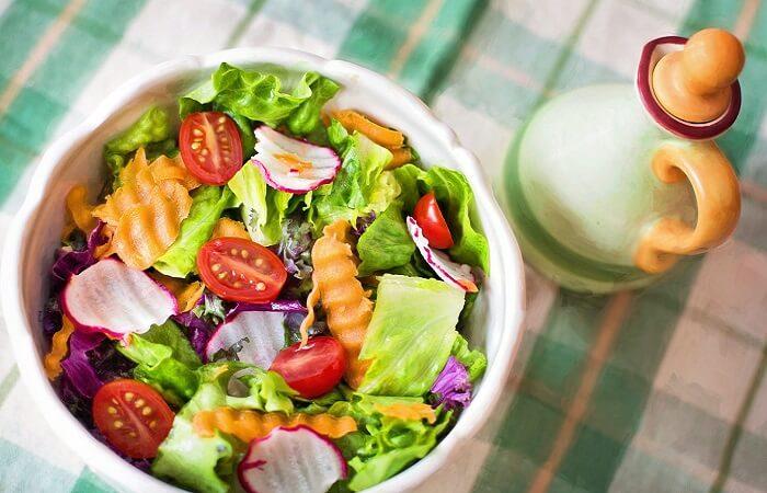 Chế độ ăn giảm mỡ bụng cho nam tập gym từ cà chua và rau xanh