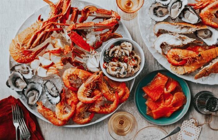 cá và hải sản tốt chứa nhiều đạm và omega 3